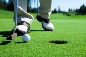 Golfing: an activity which can cause hearing loss because the titanium drivers emit a loud sound when they hit the ball. Earplugs should therefore be used.